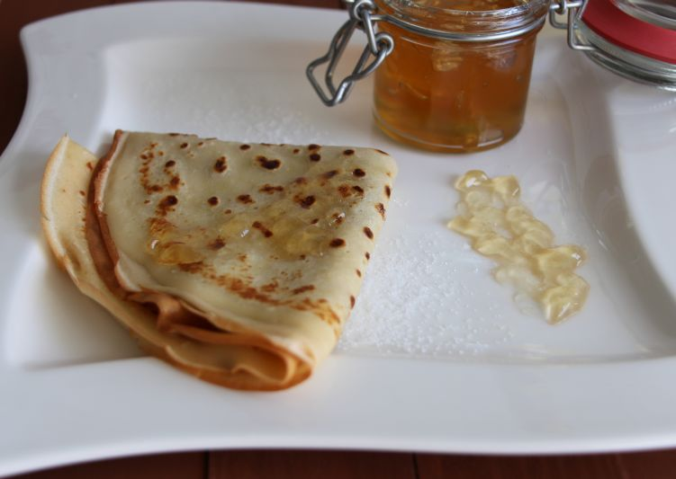 Crepes und Marmelade