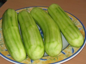Zucchini schälen