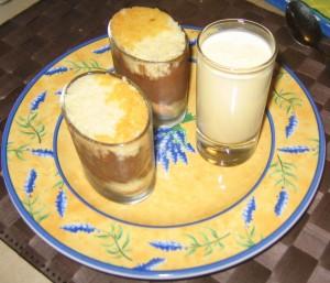 Verrines Mousse au chocolat, Biskuitboden und Vanillecreme