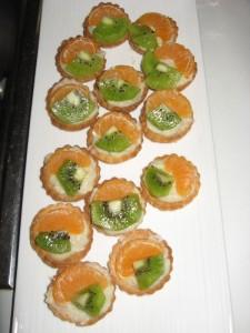 Mini Tarte mit Crème Pâtissière Clémentine und Kiwi