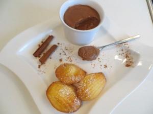 Madeleines mit Mousse au chocolat
