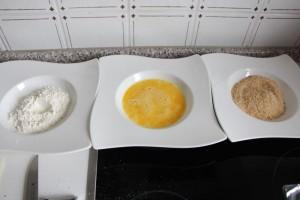 Mehl Eier und Paniermehl