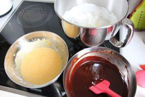 Eier Chocolat und Eischnee mischen