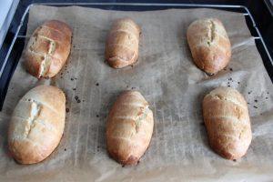 gebackene-milchbroetchen